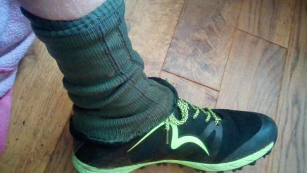 Shoe and improvised gaiter